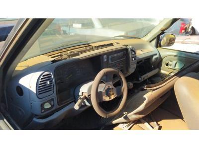 LOTE 001 - Veículo GM Silverado DLX T, placa GXU0110 e ano/modelo 1998/1999, em mau estado de conservação, avaliado em R$17.000,00. Obs.:O veículo se encontra na cidade de Três de Maio e será entregue ao arrematante nessa cidade